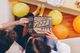 oryginalny zestaw imprezowy, skrapetki pizza i piwo