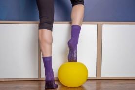 kolorowe bawełniane skarpetki antypoślizgowe za kostkę