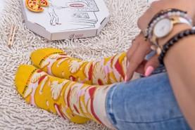 kolorowe bawełniane skarpetki pizza hawajska spakowane w tradycyjne pudełko od pizzy, zestaw 4 par